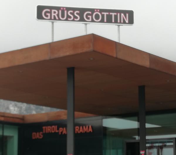 "Ursula Beilers ""Grüß Göttin"" und ""Aura"" im Tirol Panorama"